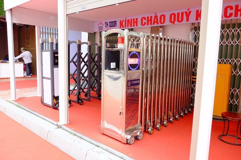 Cổng xếp inox Trường Hinh