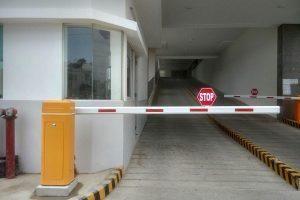 Quản lý bãi đỗ xe tự động bằng cổng barie tự động và đầu đọc thẻ