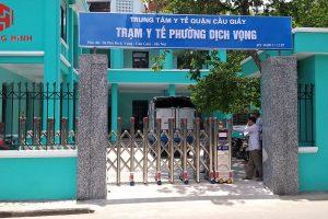 [Hình ảnh lắp đặt thực tế] Cổng xếp inox tại trung tâm y tế quận Cầu Giấy