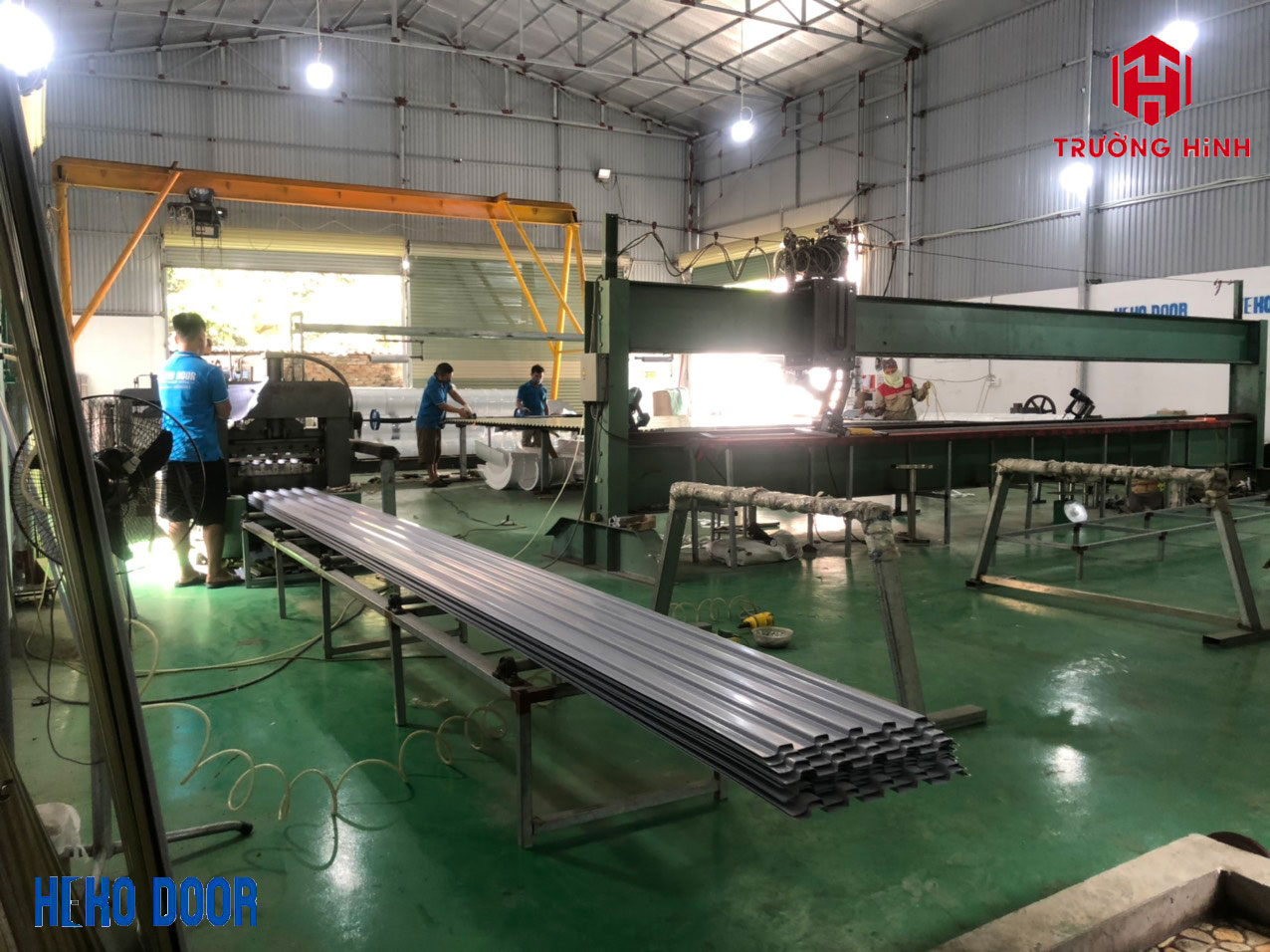 Xưởng sản xuất cửa cuốn tấm liền tại Trường Hinh