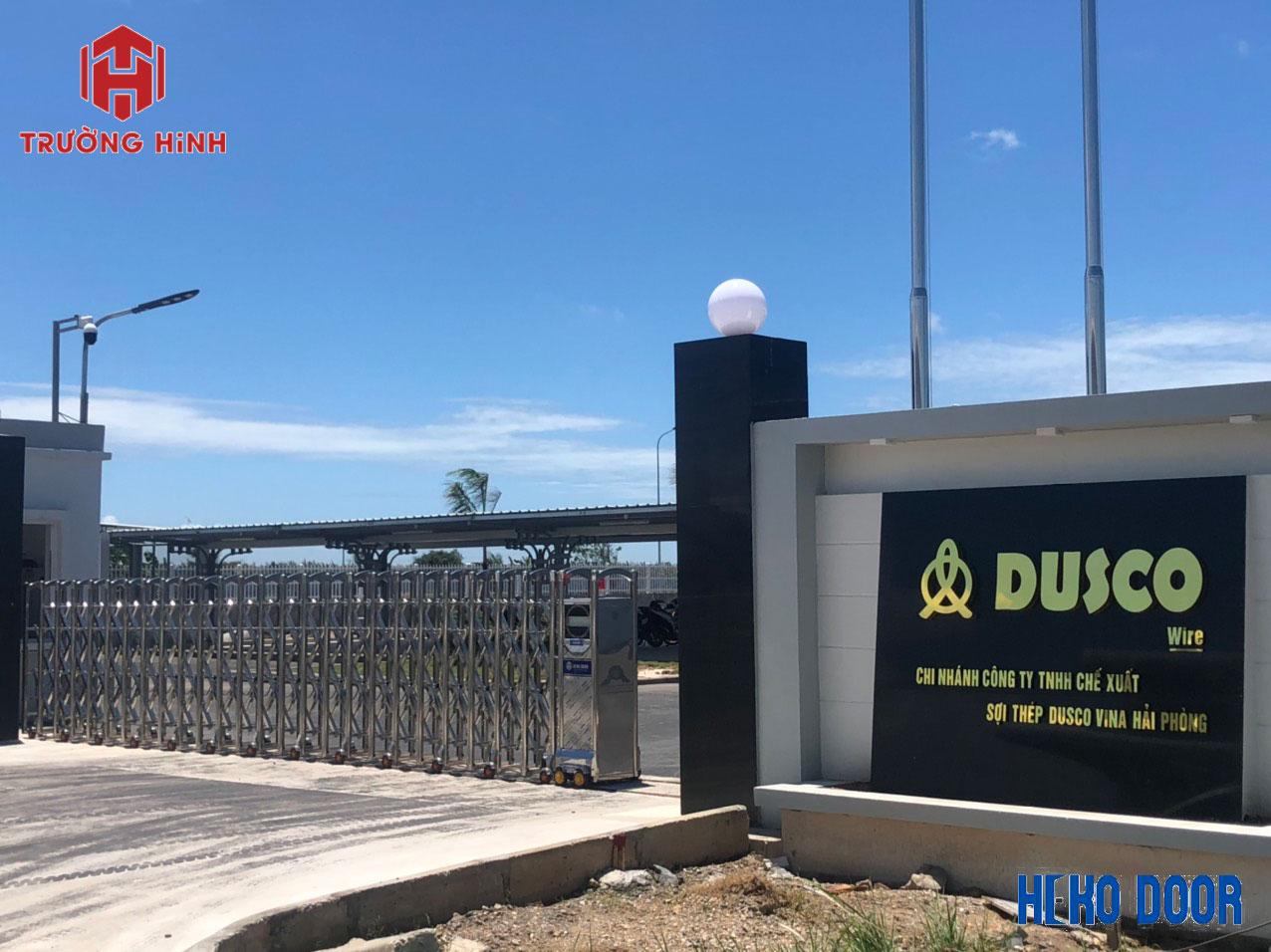 cổng xếp điện inox tại Trường Hinh